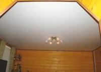 Натяжные потолки в загородном доме уже не роскошь