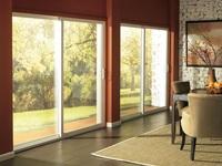 Раздвижные двери из стеклокомпозита в интерьере загородной недвижимости